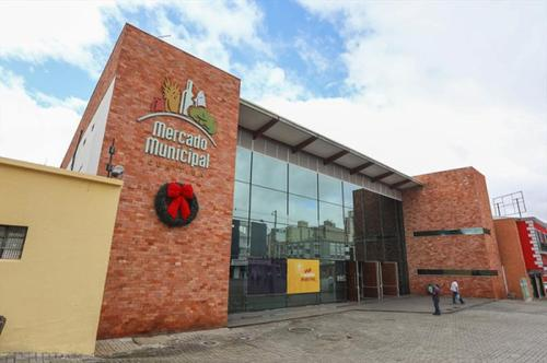 Clientes ganham 30 horas a mais para as compras de fim de ano no Mercado Municipal de Curitiba