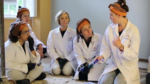 Projeto capacitará mulheres em situação de vulnerabilidade para restaurar o Museu Paranaense