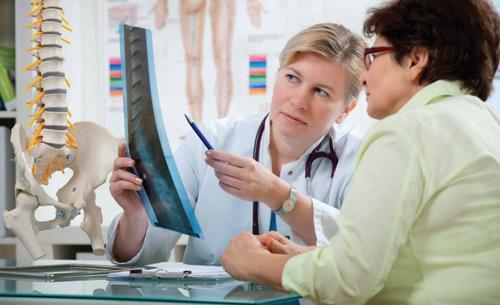 Especialista explica o que é osteoporose, suas causas, tratamento e como se prevenir
