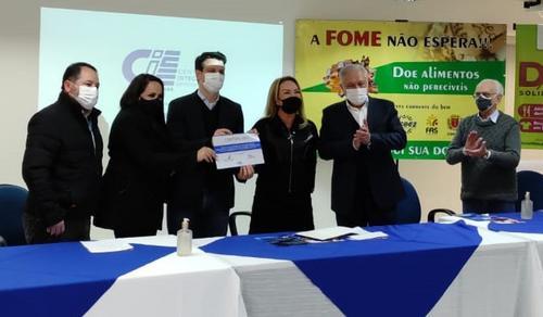 FAS recebe quase 4 toneladas de alimentos do CIEE/PR