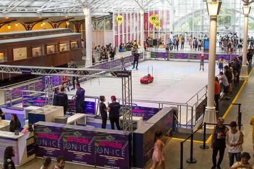 Temporada de patinação no gelo é oficialmente inaugurada no Shopping Estação