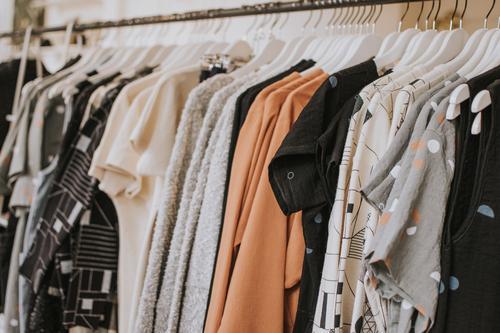 Instituto TMO arrecada roupas doadas para realização de brechó beneficente