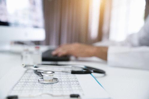 Médico alerta para o risco de cirurgias realizadas fora do país