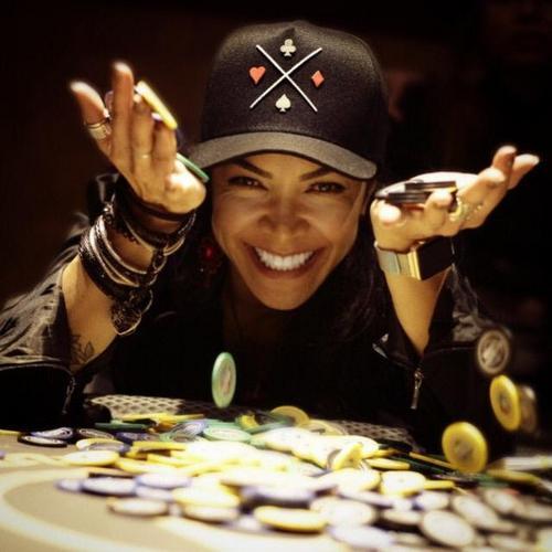 Batel Poker Clube promove torneio exclusivo para mulheres