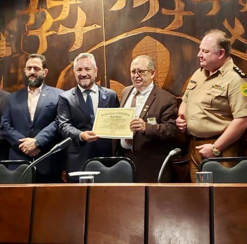Diretor da Uninter, Rodrigo Berté é homenageado pela Assembleia Legislativa do Paraná