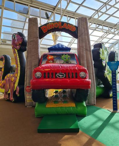 Parque Dino's Towers continua em Curitiba nos últimos dias de férias escolares