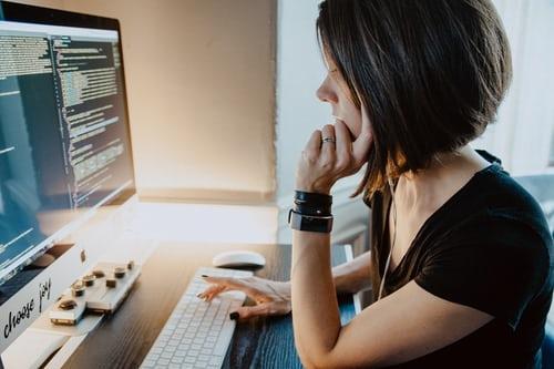 Pandemia abre espaço para maior inserção das mulheres no mercado da tecnologia