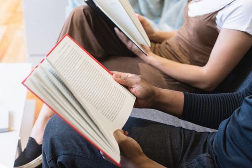 Clubes de leitura resistem ao tempo e ajudam nos estudos