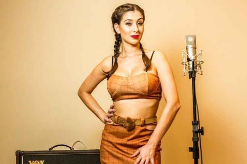 Cantora curitibana Sila lança primeiro EP e videoclipe