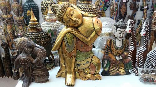 Volta ao Mundo no Shopping Curitiba: feira reúne cultura e artesanato de oito países