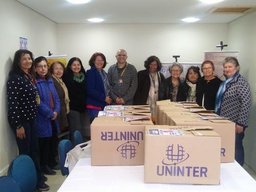 Projeto social de Curitiba reaproveita uniformes de equipe de segurança para doações