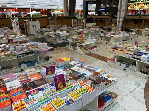 Dia Mundial do Livro: feira dentro de shopping oferece 20 mil livros por R$5 e R$10