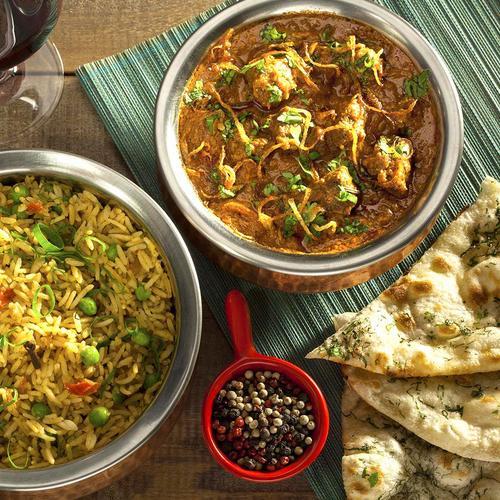 Pais ganham cerveja de brinde ao pedir menu especial no restaurante Swadisht Indian Cuisine