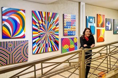 Espaço Cultural do Hospital IPO inaugura a exposição Sintaxe Pictórica, da artista Luciana Martins