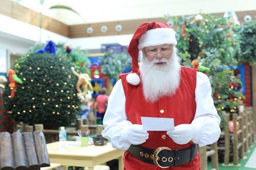 Oficina estimula crianças a escreverem cartinhas para o Papai Noel