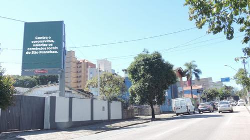 Campanha oferece outdoors gratuitos a comércios de bairro em Curitiba