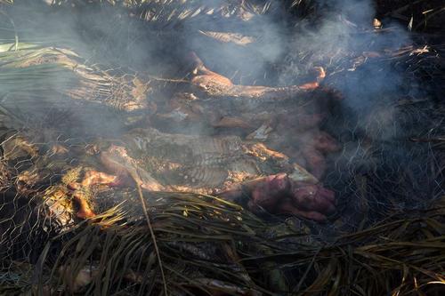Pratos étnicos e exóticos têm espaço garantido no BBQ Land  Porco assado com abacate defumado, salada de mamão