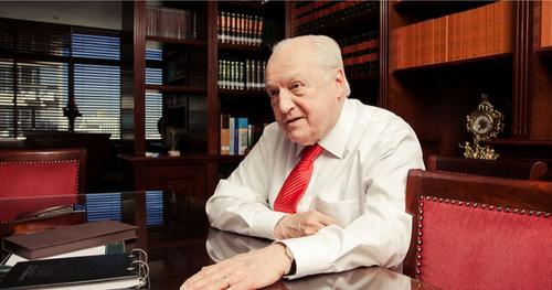 René Dotti é homenageado por acadêmicos de Direito