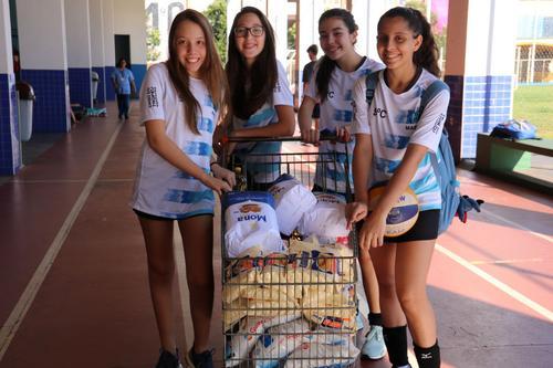 Estudantes de Maringá arrecadam 11 toneladas de alimentos para doação