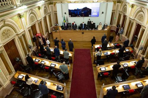 Médicos recebem homenagem de vereadores de Curitiba