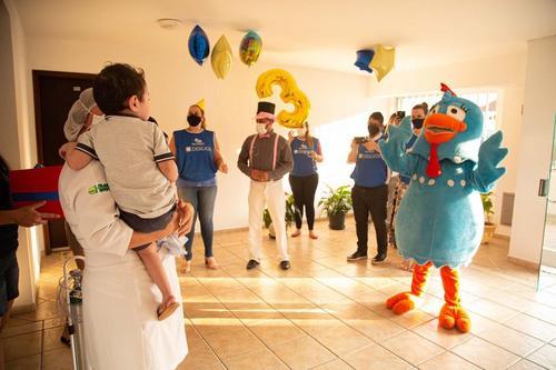 Projeto Desejos realiza festa de aniversário para menino com doença rara