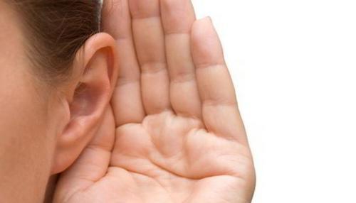 Saiba por que é importante o uso de prótese auditiva mesmo em casos de surdez profunda