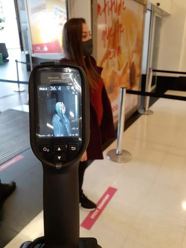Shoppings de Curitiba utilizam câmeras com sensor infravermelho para detectar pessoas com febre