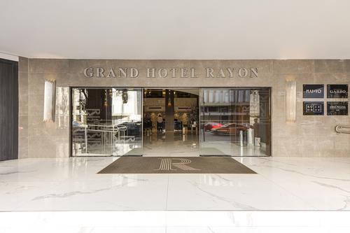 Grand Hotel Rayon oferece alta gastronomia, drinks e apresentações musicais durante o feriado