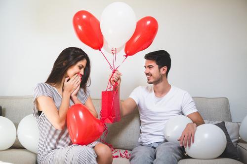 Pesquisa da TIM aponta gastos de até R$ 100 em presentes no Dia dos Namorados