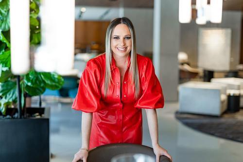Edição 2020/2021 do DECORBOOK USA coloca designer de interiores Flavia Gueiros entre os melhores profissionais
