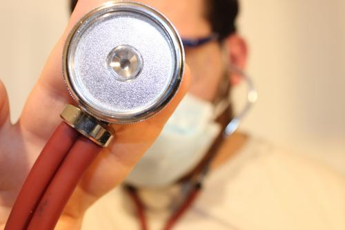 Pacientes pós-covid precisam ficar atentos aos sintomas que exigem continuidade no tratamento