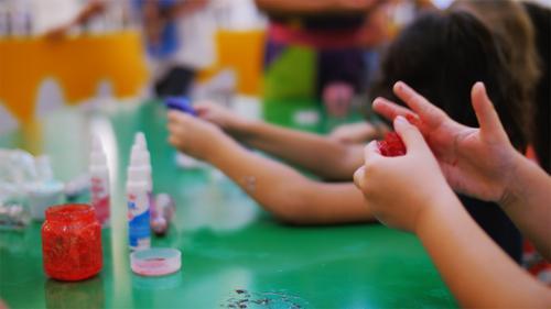 Shopping Curitiba tem oficinas de slime durante todo o mês de março