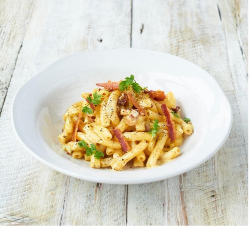 Jamie's Italian celebra Carbonara Day com releitura do clássico