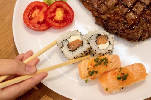 Dussin amplia buffet com especialidades da culinária japonesa